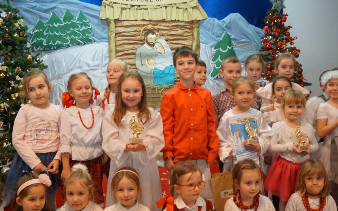 """VI Konkurs Kolęd iPastorałek """"Hej kolęda, kolęda, Bożonarodzeniowe granie iśpiewanie"""". Mali Artyści zlubelskich przedszkoli zaśpiewali, jak co roku, nanaszej scenie najpiękniejsze kolędy ipastorałki"""