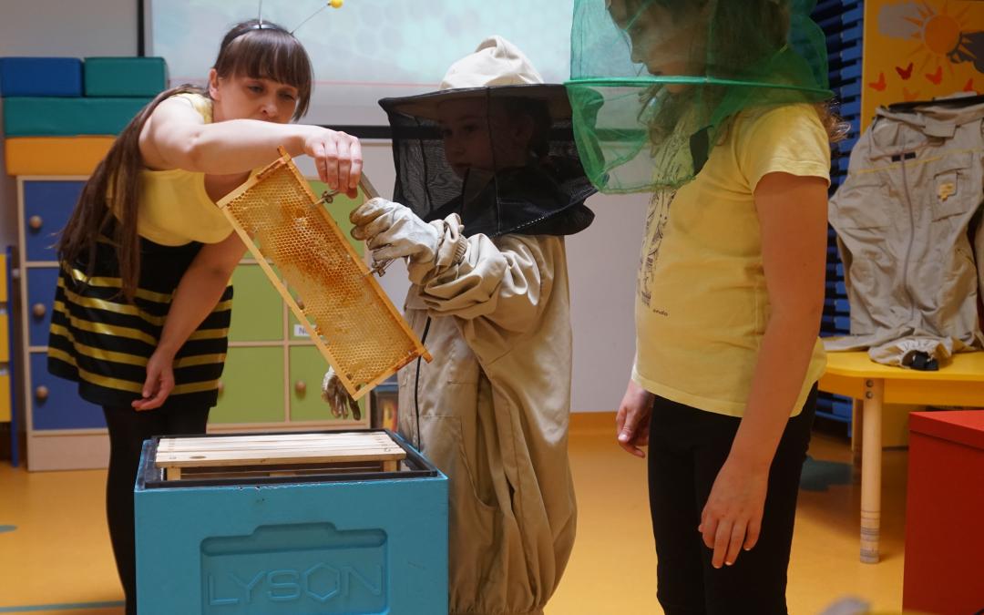 22.05.2019 – Namiodowe warsztaty zaprosiły nasz pszczółki, Puchatka przyjaciółki. Poznaliśmy pracę izwyczaje najbardziej potrzebnych naszej planecie owadów.