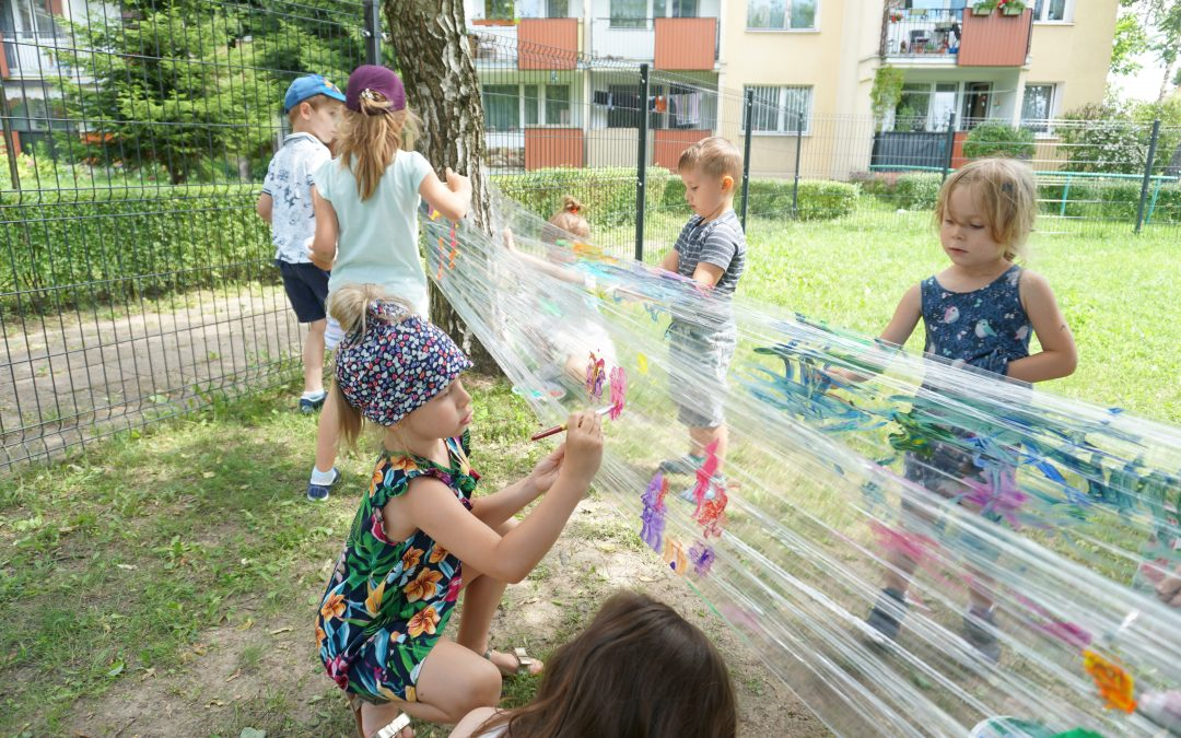 26.06.2020 – Witamy Lato – plastyczny festyn letni naprzedszkolnym placu zabaw.